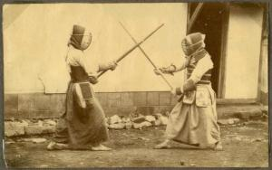Japanese_art_of_fencing._Drill_with_long_sabres._1868_(10796367136)